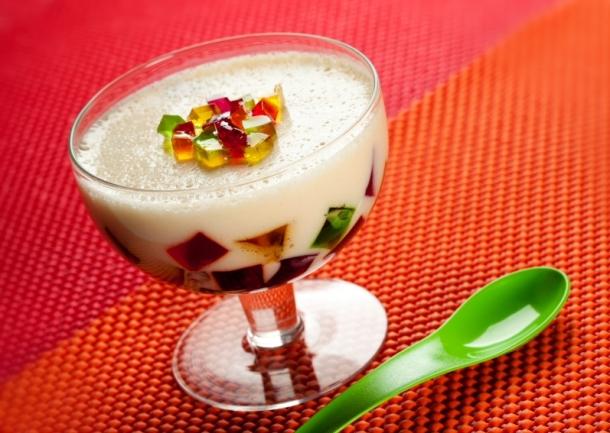 taça de gelatina colorida