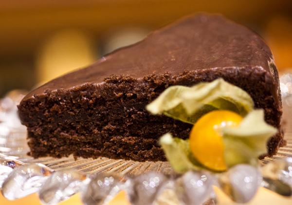 Bolo de chocolate com vinho - receita da Selmi