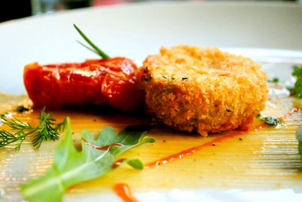 receita de bolinho de siri com tomate confit e maionese de tabasco