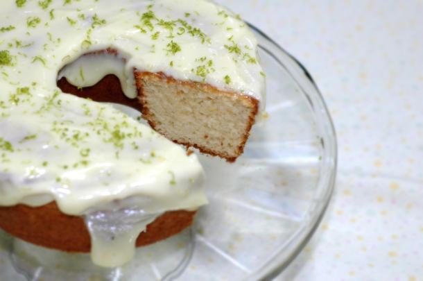 bolo de limao com cobertura cremosa